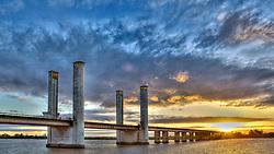 Vista da Ponte Getúlio Vargas ao final do dia, em Porto Alegre. FOTO: Jefferson Bernardes / Agência Preview