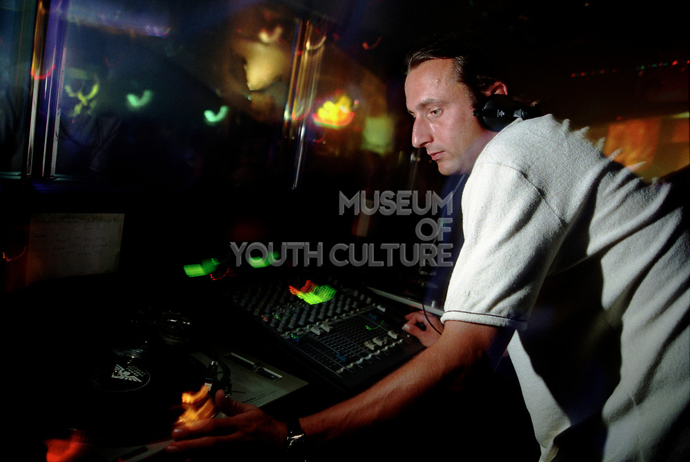 DJ Slipmatt, DJing, Hemel Hemstead. 28th Aug, 1997