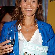 NLD/Ridderkerk/20120911 - Presentatie magazine Helden, Bibian Mentel  met het magazine