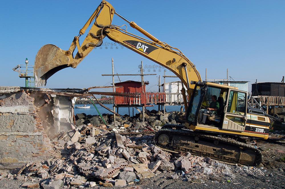 Idroscalo di Ostia, demolizione di case abusive in via degli Aliscafi.
