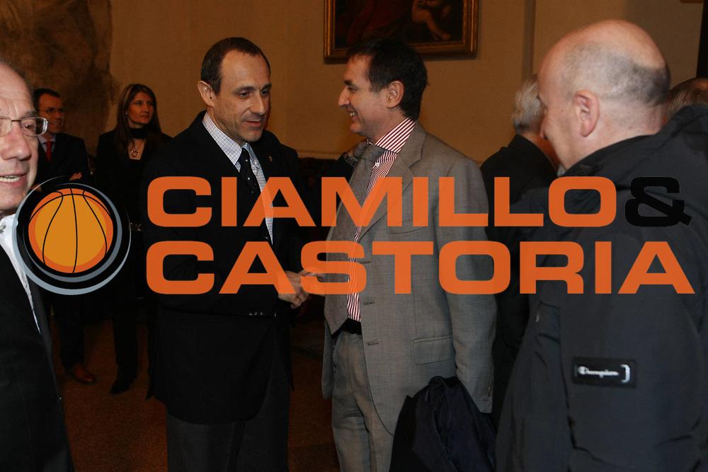 DESCRIZIONE : Bologna Palazzo Accursio Secondo Italia Basket Hall of Fame<br /> GIOCATORE : Ettore Messina Claudio Sabatini <br /> SQUADRA : FIP Federazione Italiana Pallacanestro <br /> EVENTO : Italia Basket Hall of Fame<br /> GARA : <br /> DATA : 22/02/2009<br /> CATEGORIA : Premiazione<br /> SPORT : Pallacanestro <br /> AUTORE : Agenzia Ciamillo-Castoria/C.De Massis