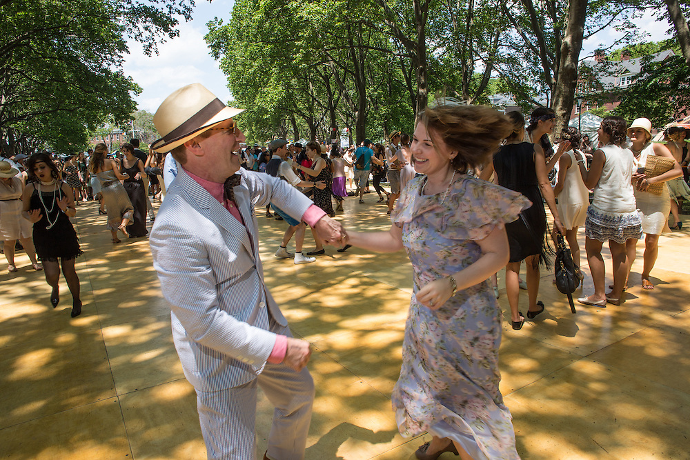A couple dancing to the Dreamland Orchestra at the Jazz Age Lawn Party.