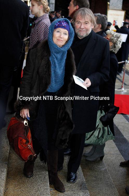 Oslo  20101210.<br /> Forfatter Jostein Gaarder og kona Siri Dannevig  ankommer Nobel Fredsprisseremonien i Oslo r&Acirc;dhus fredag. <br /> Foto: Lise &asymp;serud / Scanpix<br /> <br /> NTB Scanpix/Writer Pictures<br /> <br /> WORLD RIGHTS, DIRECT SALES ONLY, NO AGENCY