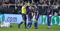 03-03-2007 VOETBAL: SEVILLA FC - BARCELONA: SEVILLA  <br /> Sevilla wint de topper met Barcelona met 2-1 / Xavi en Puyol - boarding unibet.com<br /> ©2006-WWW.FOTOHOOGENDOORN.NL