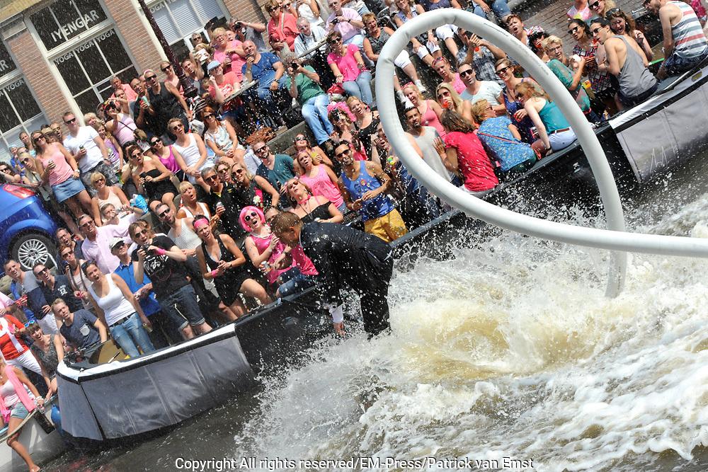 De Canal Parade 2014 - een botenparade over de Amsterdamse grachten en het hoogtepunt van Gay Pride Amsterdam.<br /> <br /> The Canal Parade 2014 - a boat parade on the canals of Amsterdam and the highlight of Gay Pride Amsterdam.<br /> <br /> Op de foto / On the photo: <br /> <br /> <br />  Een deelnemer/ Suitsupply op een flyboard