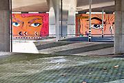 Nederland, Arnhem, 7-11-2017Kunstwerk De Blauwe golven op het Roermondsplein is in verval.Het is een omgevingskunstwerk van Peter Struycken.  Er slapen daklozen en zwervers, en lege ampullen waar lachgas in zat zijn overvloedig te vinden. De gemeente wil er een andere bestemming of invulling aan geven.Foto: Flip Franssen