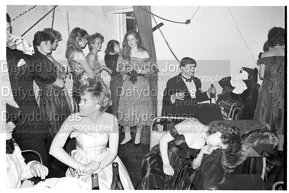 Christchurch and farley Hill Beagles Ball, Gravel Hill Theatre. Near Bicester. 1983. SUPPLIED FOR ONE-TIME USE ONLY> DO NOT ARCHIVE. © Copyright Photograph by Dafydd Jones 248 Clapham Rd.  London SW90PZ Tel 020 7820 0771 www.dafjones.com