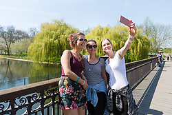 © Licensed to London News Pictures. 19/04/2018. London, UK. Tourists take a photograph during the hot weather in Regents Park in London at lunchtime today. Photo credit: Vickie Flores/LNP