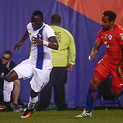 Panama Attacker ABDIEL ARROYO (16), left, dribbles up the field as Chile Midfielder JEAN BEAUSÉJOUR (15) defends in the second half of a Copa America Centenario Group D match between the Chile and Panama Tuesday, June. 14, 2016 at Lincoln Financial Field in Philadelphia, PA.