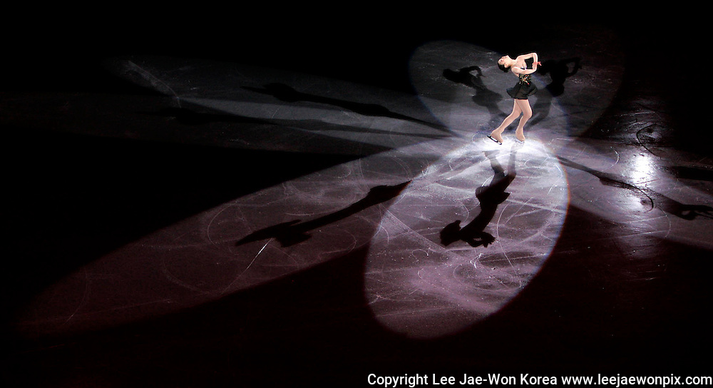 South Korea's Kim Yu-na performs during the gala exhibition for the ISU Grand Prix of Figure Skating Final in Goyang near Seoul December 14, 2008. /Lee Jae-Won