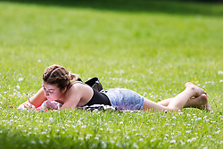© Licensed to London News Pictures. 07/06/2016. Leeds UK. Students make the most of the hot weather today at Hyde Park in Leeds today before the predicted thunderstorms arrive this evening. Photo credit: Andrew McCaren/LNP