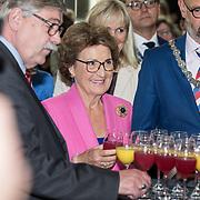 NLD/Utrecht//20170610 - Prinses Margriet slaat eerste Rode Kruis Vijfje , Margriet drinkt een glaasje sap