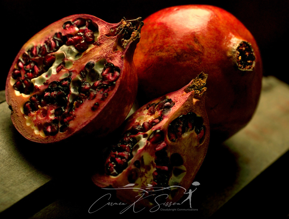 Sliced pomegranates (Punica granatum) display the arils, or seed casings. (Photo by Carmen K. Sisson/Cloudybright)