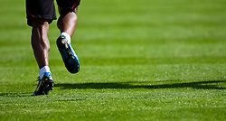 22.05.2010, Grandhotel, Lienz, AUT, FIFA Worldcup Vorbereitung, Pressekonferenz Kamerun im Bild feature eines laufenden Spielers, EXPA Pictures © 2010, PhotoCredit: EXPA/ J. Feichter / SPORTIDA PHOTO AGENCY
