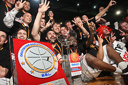 17.06.2010, Jako Arena, Bamberg, GER, 1.BBL, Brose Baskets vs Deutsche Bank Skyliners Frankfurt, im Bild: .Das Team von Bamberg jubelt mit Pokal und Meistertafel.EXPA Pictures © 2010, PhotoCredit: EXPA/ nph/  News / SPORTIDA PHOTO AGENCY