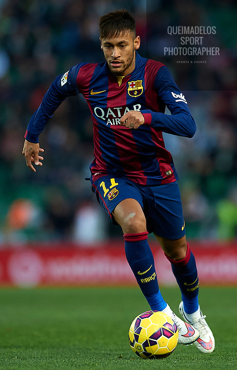 ELCHE, SPAIN - JANUARY 24:  Neymar JR of Barcelona runs with the ball during the La Liga match between Elche FC and FC Barcelona at Estadio Manuel Martinez Valero on January 24, 2015 in Elche, Spain.  (Photo by Manuel Queimadelos Alonso/Getty Images)