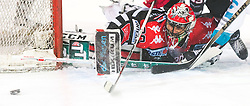 17.11.2015, Tiroler Wasserkraft Arena, Innsbruck, Österreich, EBEL, HC TWK Innsbruck die Haie vs EHC Liwest Black Wings Linz, 21. Runde, im Bild Andy Chiodo (HC TWK Innsbruck Die Haie) // during the Erste Bank Icehockey League 21st round match between HC TWK Innsbruck  die Haie and EHC Liwest Black Wings Linz at the Tiroler Wasserkraft Arena in Innsbruck, Austria on 2015/11/17. EXPA Pictures © 2015, PhotoCredit: EXPA/ Jakob Gruber