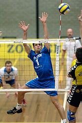 01-02-2006 VOLLEYBAL: PIET ZOOMERS D - BROTHER MARTINUS: APELDOORN <br /> Piet Zoomers wint met 3-0 van Martinus in de kwartfinale beker / Rick Wiggers<br /> ©2006-WWW.FOTOHOOGENDOORN.NL