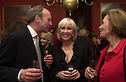 Warren Hoge, Sally Greene and Mrs. |Warren Hoge. Tina Brown CBE and Birthday party hosted by Sally Greene. Cheyne Walk. London 21 November 2000. © Copyright Photograph by Dafydd Jones 66 Stockwell Park Rd. London SW9 0DA Tel 020 7733 0108 www.dafjones.com