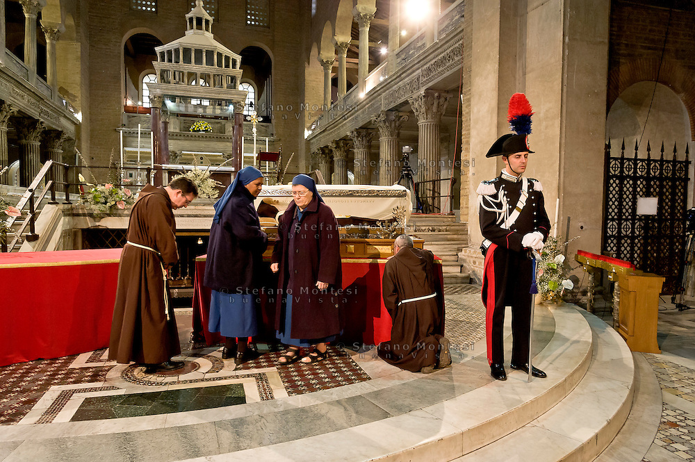 Rome, Italy. 3th Febraury 2016<br /> Pictured: Friars and nuns in prayer before the relic of St. Leopold Mandic.<br /> The relic of St. Leopold Mandic, from Padua in the Basilica of San Lorenzo Fuori le mura awaiting the arrival of St. Pio of Pietrelcina. The two Saints were called to Rome by Pope Francis as symbols of the Mercy Jubilee.