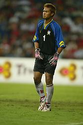 BANGKOK, THAILAND - Thailand. Thursday, July 24, 2003: Thailand's goalkeeper Kittisak Rawangpa during a preseason friendly match against Liverpool at the Rajamangala National Stadium. (Pic by David Rawcliffe/Propaganda)