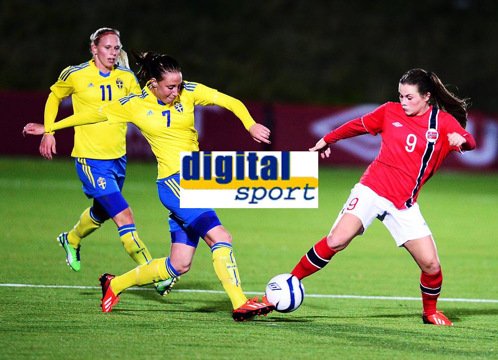 Fotball , 30. oktober 2013 , Privat kamp kvinner U23 , Norge- Sverige<br /> U23 Norway - Sweden<br /> Emilie Bosshard Håvi , Norge<br /> Petra Andersson , Sverige