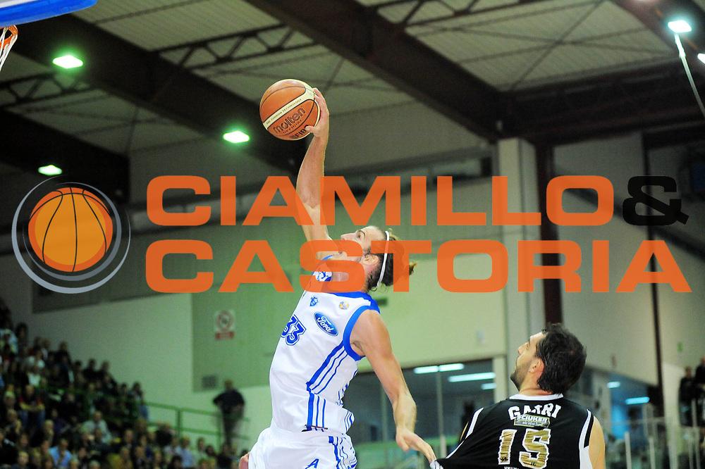 DESCRIZIONE : Sassari Lega A 2010-11 Dinamo Sassari Pepsi Caserta<br /> GIOCATORE : JIRI HUBALEK - LUCA GARRI<br /> SQUADRA : Dinamo Sassari Pepsi Caserta<br /> EVENTO : Campionato Lega A 2010-2011 <br /> GARA : Dinamo Sassari Pepsi Caserta<br /> DATA : 23/10/2010<br /> CATEGORIA : RIMBALZO<br /> SPORT : Pallacanestro <br /> AUTORE : Agenzia Ciamillo-Castoria/M.Turrini<br /> Galleria : Lega Basket A 2010-2011  <br /> Fotonotizia : Sassari Lega A 2010-11 Dinamo Sassari Pepsi Caserta<br /> Predefinita :