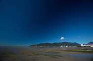 Low Tide And The Mud Flats On The Main Esplanade. Cairns, Queensland, Australia. 03/06/2012. Photo By Lucas Wroe.