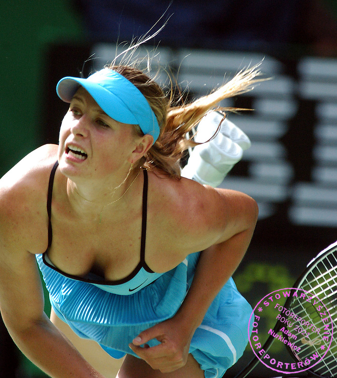 Melbourne  Australian Open  15601.2006.Maria  Sharapova  (RUS) wins first round match .Photo Roger Parker Fotosports International.