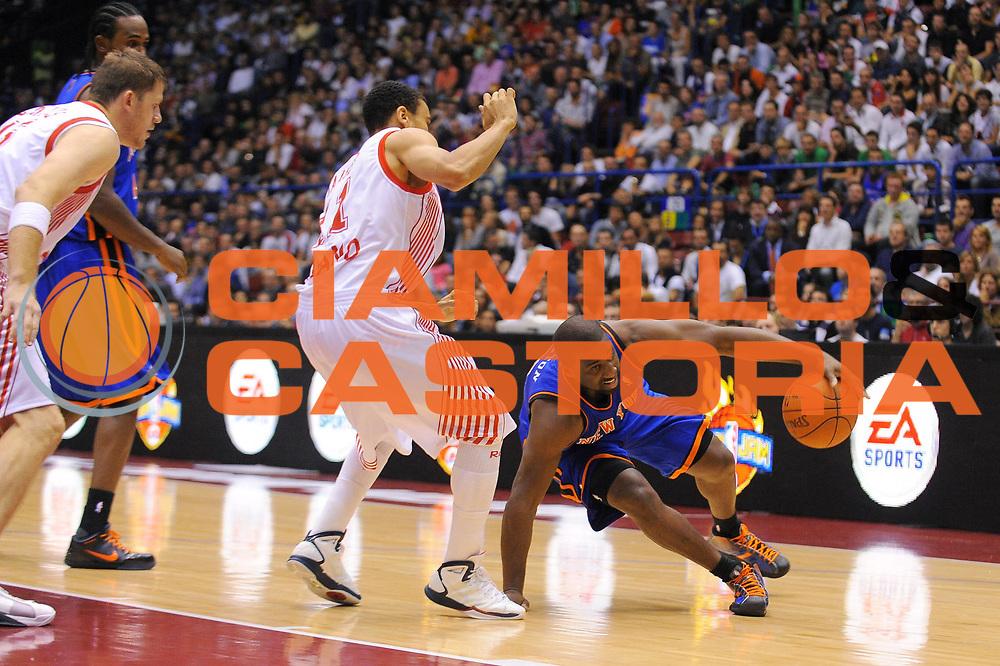 DESCRIZIONE : Milano NBA EUROPE LIVE TOUR 2010 Armani Jeans Milano New York Knicks<br /> GIOCATORE : Raymond Felton <br /> SQUADRA : New York Knicks<br /> EVENTO : NBA EUROPE LIVE TOUR 2010 Armani Jeans Milano New York Knicks<br /> GARA : Armani Jeans Milano New York Knicks<br /> DATA : 03/10/2010<br /> CATEGORIA : Palleggio<br /> SPORT : Pallacanestro<br /> AUTORE : Agenzia Ciamillo-Castoria/A.Dealberto<br /> GALLERIA : NBA EUROPE LIVE TOUR 2010<br /> FOTONOTIZIA : NBA EUROPE LIVE TOUR 2010  Armani Jeans Milano New York Knicks<br /> PREDEFINITA :