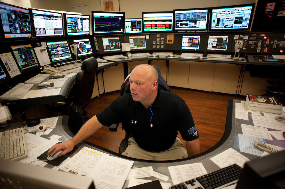 BALTIMORE, MD -- 11/21/11 - Control Room Operator Steve Waters keeps an eye on the dozens of monitors that detail plant operations....Tour of Constellation Energy's Brandon Shore's power plant, which completed the installation of its Air Quality Control System (AQCS), also known as scrubbers, which cut pollutants significantly at this coal-fired plant.…by André Chung #AC2_3475