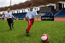 Hong Kong, China - Wednesday, July 25, 2007: A coaching session with local children at the Siu Sai Wan Sports Ground in Hong Kong. (Photo by David Rawcliffe/Propaganda)