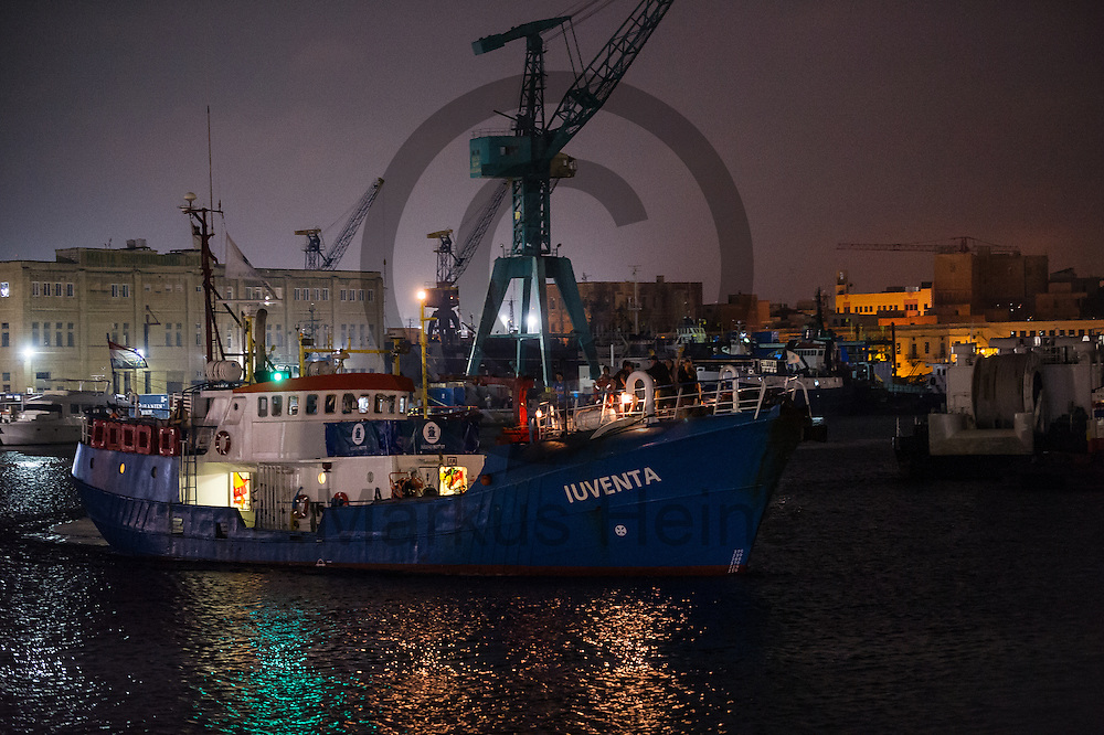 Das Fluechtlingsrettungsboot Sea-Eye legt am 16.09.2016 im Hafen von Paola, Malta an. Foto: Markus Heine / heineimaging<br /> <br /> ------------------------------<br /> <br /> Veroeffentlichung nur mit Fotografennennung, sowie gegen Honorar und Belegexemplar.<br /> <br /> Publication only with photographers nomination and against payment and specimen copy.<br /> <br /> Bankverbindung:<br /> IBAN: DE65660908000004437497<br /> BIC CODE: GENODE61BBB<br /> Badische Beamten Bank Karlsruhe<br /> <br /> USt-IdNr: DE291853306<br /> <br /> Please note:<br /> All rights reserved! Don't publish without copyright!<br /> <br /> Stand: 09.2016<br /> <br /> ------------------------------
