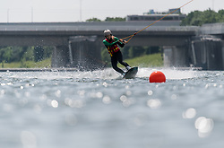 THEMENBILD - erste Hitzewelle des Jahres bahnt sich an, im Bild Wakeboarder an der neuen Donau, aufgenommen am 10.Juni 2019 in Wien, Oesterreich. // Over the next few days, the thermometer is expected to move in the direction of 35 degrees Celsius and above. Wien, Austria on 2019/06/10. EXPA Pictures © 2019, PhotoCredit: EXPA/ Michael Gruber