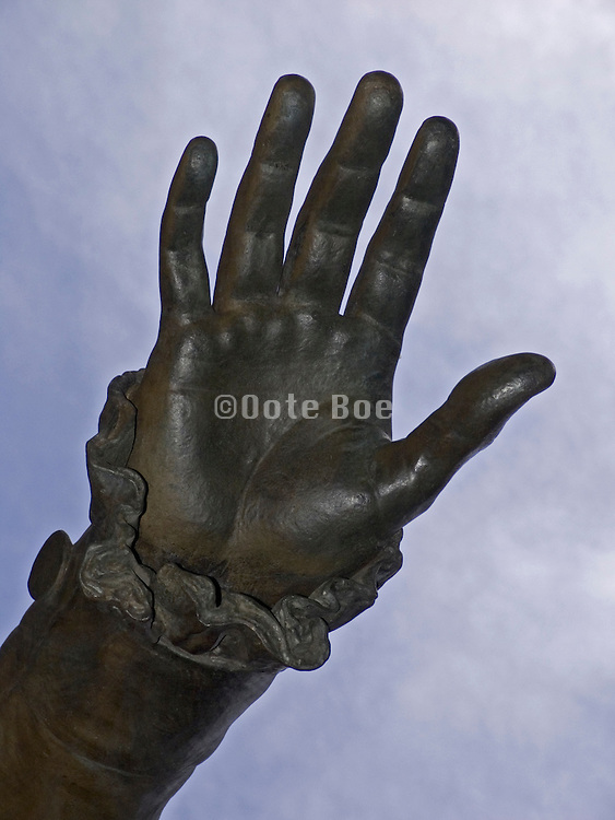 sculptured hand of George Washington the first president of the USA