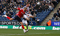 Photo: Steve Bond/Sportsbeat Images.<br /> West Bromwich Albion v Charlton Athletic. Coca Cola Championship. 15/12/2007. Chris Brunt (R) heads for goal