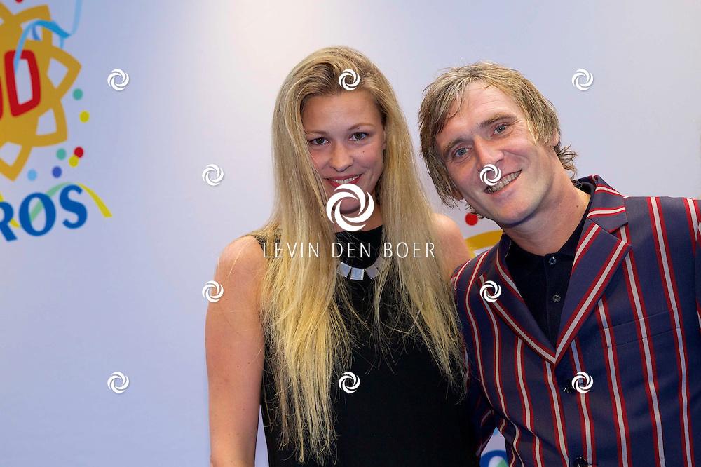 AMSTERDAM - 50 Jaar Tros is gevierd in theater Carré met heel veel bekende Nederlanders uit de Tros wereld. Met hier op de foto  Phil Tilli en zijn vrouw radio DJ Annemieke Schollaardt. FOTO LEVIN DEN BOER - PERSFOTO.NU