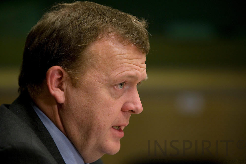 BRUSSELS - BELGIUM - 10 DECEMBER 2009 --  EU-Topmoede -- Statsminister Lars Loekke Rasmusen holder sin midnat briefing for pressen.. PHOTO: ERIK LUNTANG