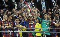 FUSSBALL      CHAMPIONSLEAGUE  FINALE     SAISON 2010/2011  28.05.2011 FC Barcelona - Manchester United FC  Champions League Sieger 2011:  FC Barcelona  feiert den Sieg Jubel mit Pokal Andres Iniesta , Daniel Alves , Victor Valdes  (v. li., Barca)