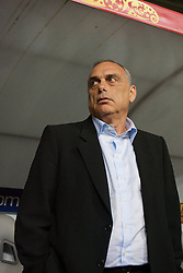 MOSCOW, RUSSIA - Wednesday, May 21, 2008: Chelsea's manager Avram Grant during the UEFA Champions League Final against Manchester United at the Luzhniki Stadium. (Photo by David Rawcliffe/Propaganda)