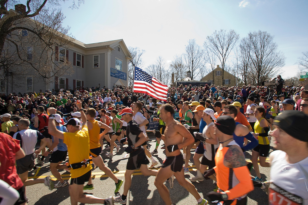runners start race, American flag carried by runner