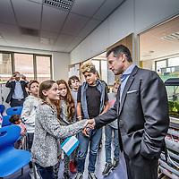 Nederland, Amsterdam, 26 oktober 2016.<br /> Fabien Cousteau, kleinzoon van de wereldberoemde Jaques Cousteau brengt een bezoek aan Montessorischool de Amstel en geeft daar een kleine lezing aan leerlingen. Fabien Cousteau is zelf ook aquanaut, net als zijn grootvader.<br /> <br /> Netherlands, Amsterdam, October 26, 2016.<br /> Fabien Cousteau, grandson of the world-famous Jacques Cousteau visiting a Montessori school and giving a little lecture to students. Fabien Cousteau is also an aquanaut, like his grandfather.<br /> <br /> Foto: Jean-Pierre Jans