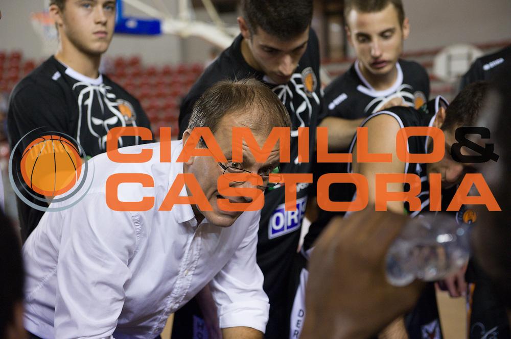 DESCRIZIONE : Roma LNP Serie A2 Ovest 2015-16 Acea Roma Orsi Tortona<br /> GIOCATORE : Demis Cavina<br /> CATEGORIA : allenatore coach time out<br /> SQUADRA : Orsi Tortona<br /> EVENTO : Campionato Serie A2 Ovest 2015-2016<br /> GARA : Acea Roma Orsi Tortona<br /> DATA : 04/10/2015<br /> SPORT : Pallacanestro <br /> AUTORE : Agenzia Ciamillo-Castoria/G.Masi<br /> Galleria : Serie A2 Ovest 2015-2016<br /> Fotonotizia : Roma Serie A2 Ovest 2015-16 Acea Roma Orsi Tortona