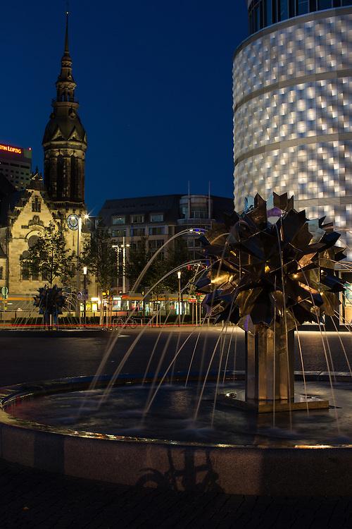 Stadtansichten / Stadtmarke / Stadtansicht / Innenstadt / Leipzig / Architektur /  Abend / blaue Stunde / Nacht / D&auml;mmerung / Goerdelerring / Richard / Wagner / Platz / H&ouml;fe / am / Br&uuml;hl / Tr&ouml;ndlinring / Evangelische / Reformierte / Kirche /<br /> Im Bild:Albrecht Vo&szlig;, Dieskaustra&szlig;e 17, 04229 Leipzig; Tel.: 01733151767; Deutsche Bank, BIC: DEUTDEDBLEG, IBAN: DE09 86070024 0103 2762 00