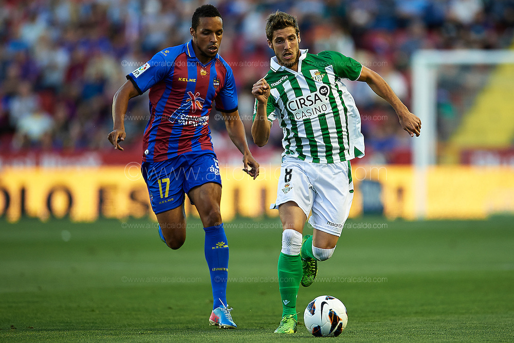VALENCIA, SPAIN - JUNE 01: (R) Ruben Perez of Real Betis Balompie  is followed by (L) Valmiro Lopes of Levante UD during the Liga BBVA between Levante UD and Real Betis Balompie at the Ciutat de Valencia stadium on June 01, 2013 in Valencia, Spain. (Photo by Aitor Alcalde Colomer).