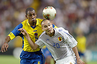 FOOTBALL - CONFEDERATIONS CUP 2003 - GROUP A - JAPAN v COLOMBIA  - 030622 - NAOHIRO TAKAHARA (JAP) / JOSE MERA (COL)  - PHOTO JEAN MARIE HERVIO / DIGITALSPORT