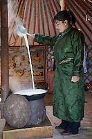 Mongolie. Province de Tov. prepartion du beurre. // Mongolia. Tov province. Making butter.