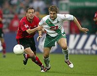 Fotball. 23. oktober 2004, <br /> Bundesliga SV Werder Bremen - 1. FC Nürnberg<br /> v.l. Lars Möller, Ivan Klasnic Bremen