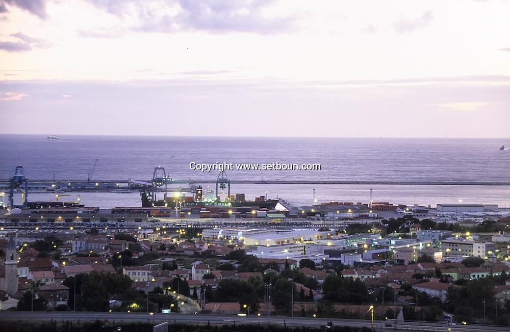 France. Marseille. The port  Marseille  France  VIEW FROM GRAND LITTORAL COMERCIAL CENTER/ LE PORT AUTONOME  Marseille  France VUE DEPUIS CENTRE COMMERCIAL GRAND LITTORAL /     L0008312  /  R20711  /  P115652