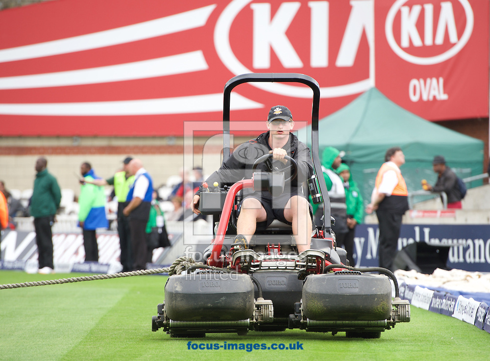 The ground staff take the water off of the pitch during the 5th Investec Ashes Test Match match at the Kia Oval, London<br /> Picture by Alan Stanford/Focus Images Ltd +44 7915 056117<br /> 20/08/2015